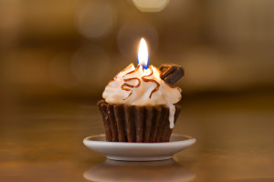 CupcakeWithChocolateBarCandle